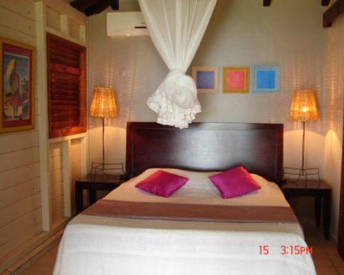 chambre lit double villa deshaies