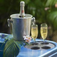 coupes de champagne jacuzzi