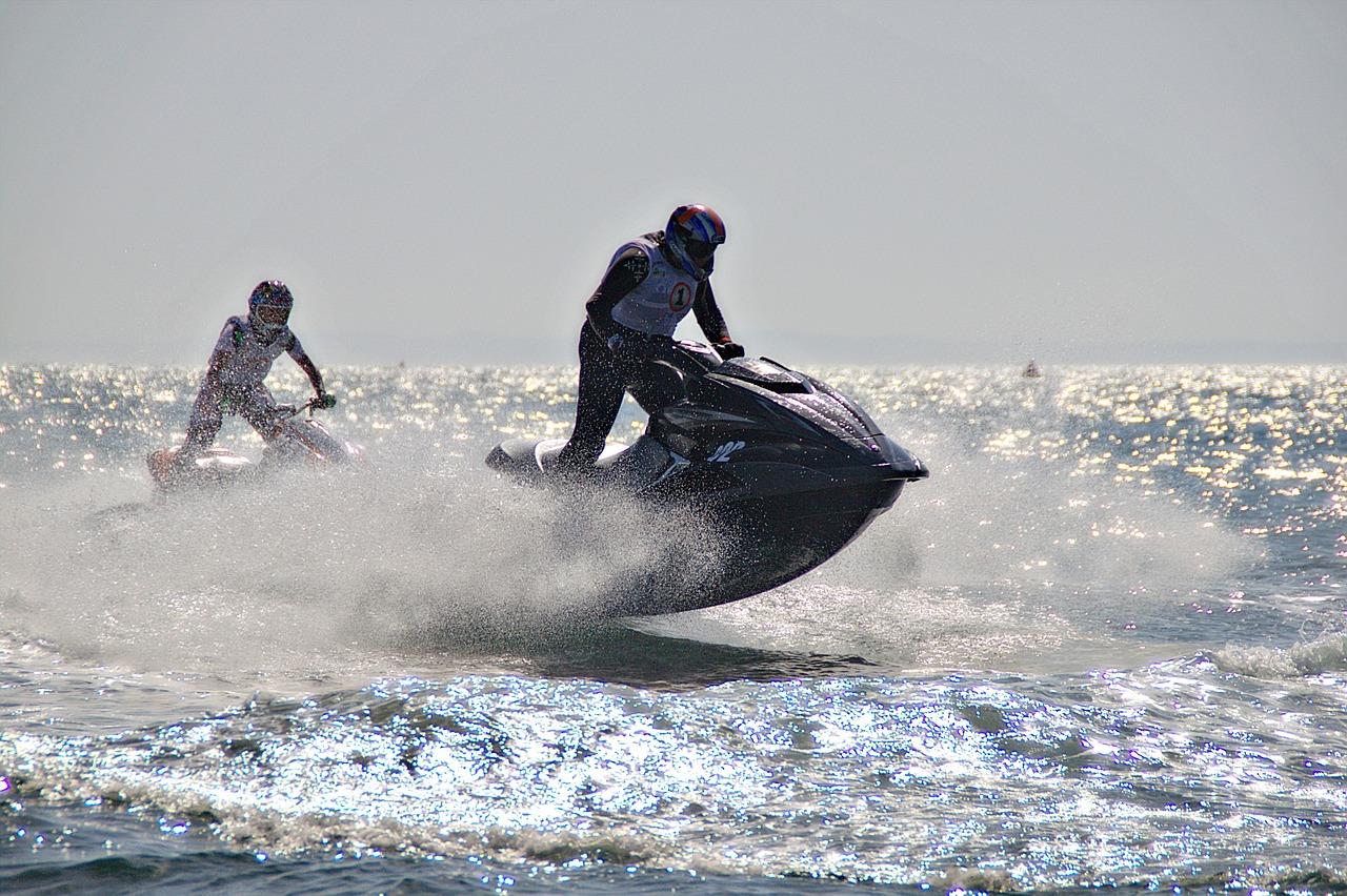 jet-ski-1446045_1280