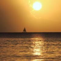 voilier coucher de soleil conciergerie